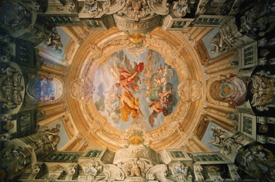 Andrea Fedeli Restauri: Uno dei favolosi affreschi di Domenico Piola nel Palazzo del Melograno a Genova realizzati attorno al 1680.