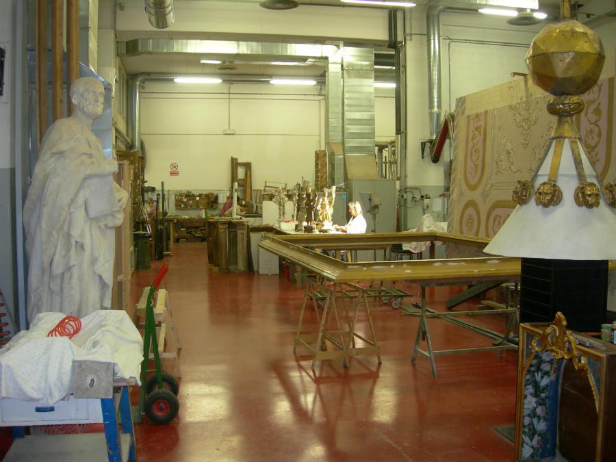 Un'immagine dell'Atelier Fedeli in via Livorno 8/16 a Firenze: quasi 2.000 metri quadrati suddivisi in aree specializzate, dotate degli strumenti scientifici più all'avanguardia.