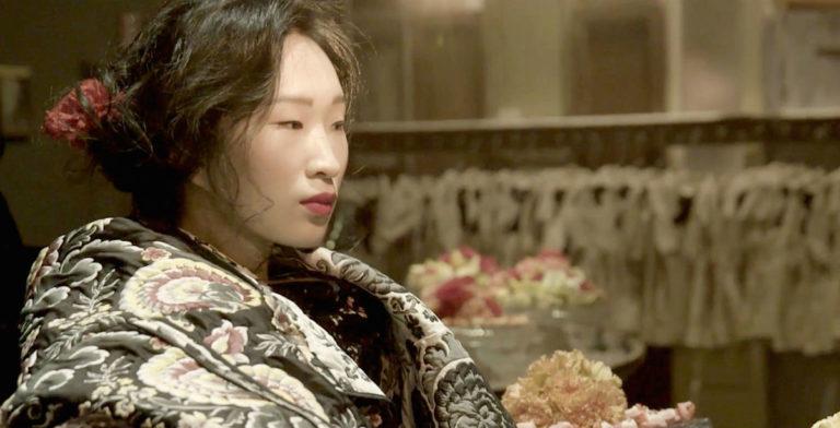 Antonio Marras: primo piano laterale di una modella giapponese in kimono