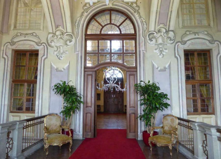 Castello di Guarene - Ingresso ai piani superiori
