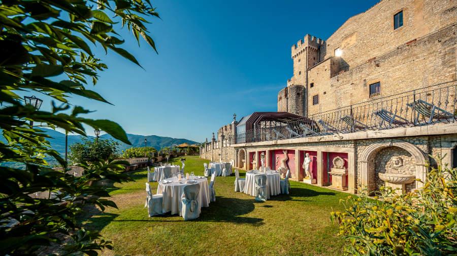 Castello Orsini di Nerola - Giardini terrazzati a ridosso dell'area con piscina