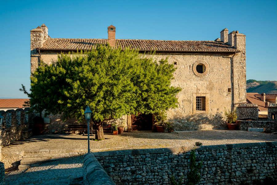 Castello Orsini di Nerola - le scuderie