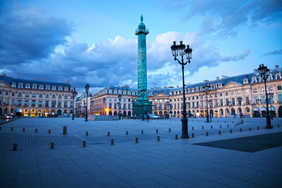 immagine di una piazza parigina