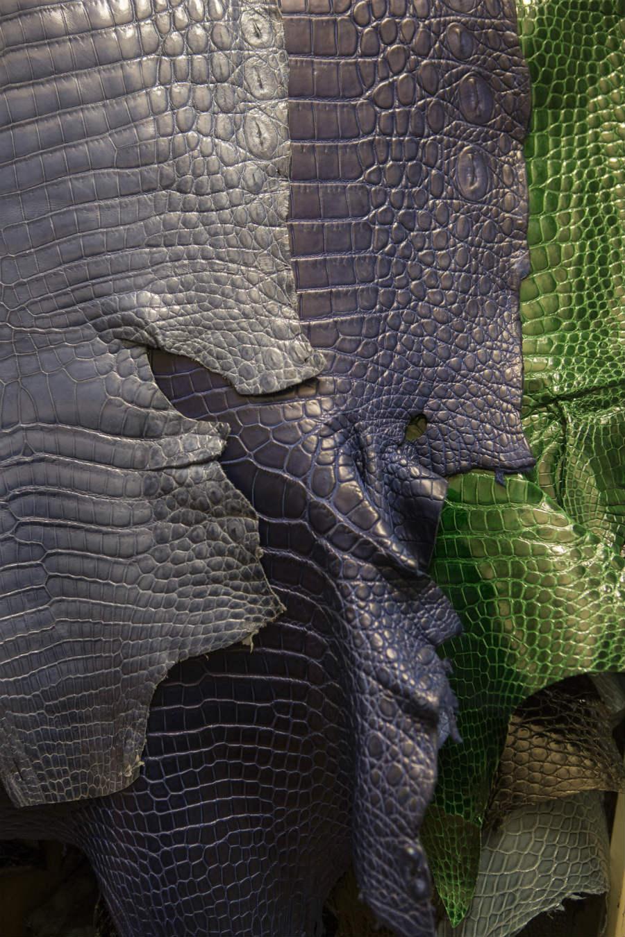 In apertura e qui: dettaglio di alcune tonalità di pelli, preziosi segni distintivi del vero lusso. © Emanuele Zamponi