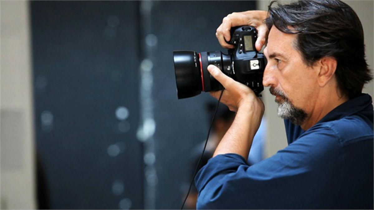 Giovanni Gastel - fotografia dell'artista intento a fotografare