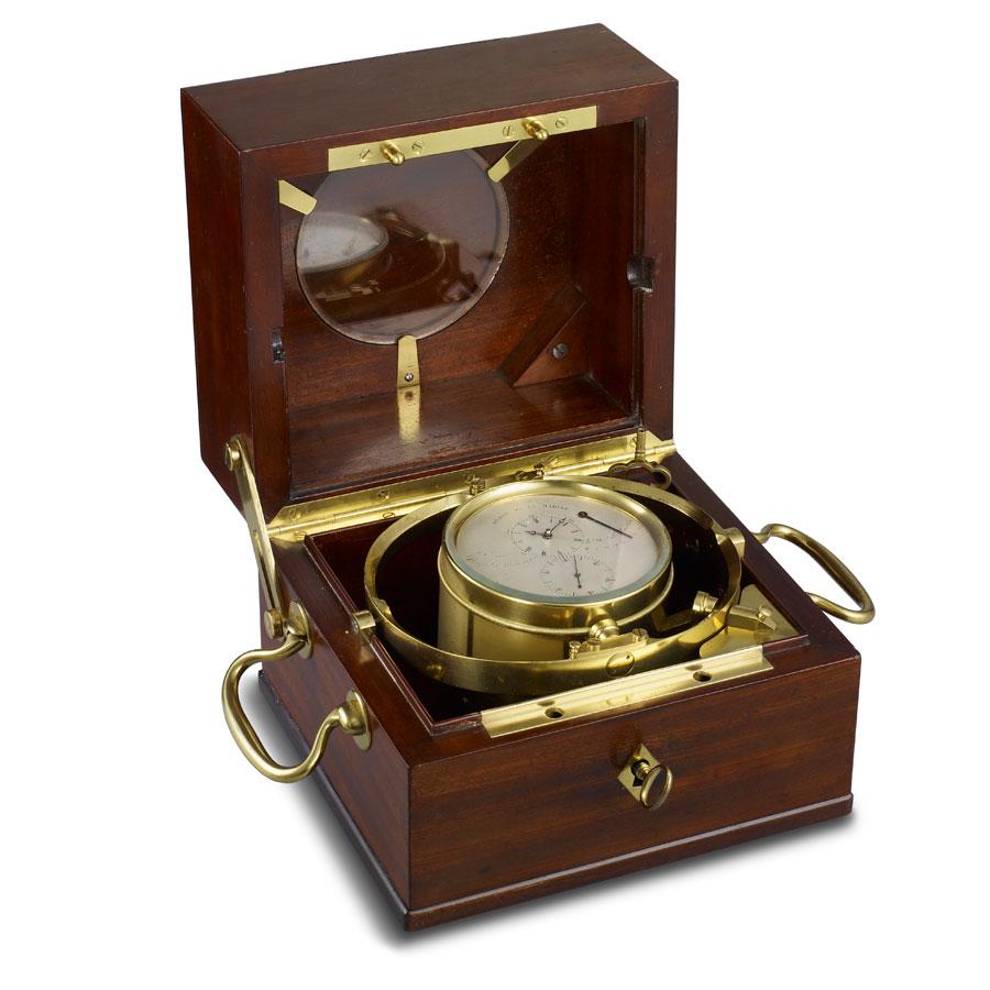 Nelle foto alcuni esemplari antichi di orologio da marina della Maison Breguet.