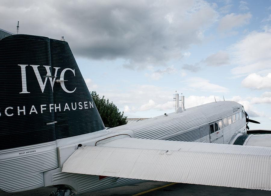 aereo con logo IWC
