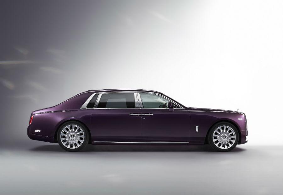Rolls-Royce Phantom nella colorazione viola