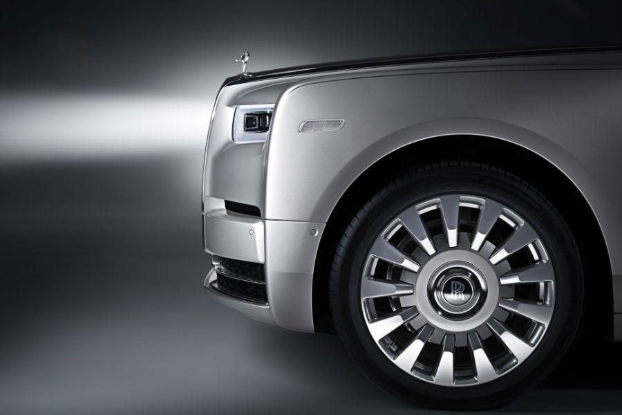 Rolls-Royce Phantom - porzione laterale anteriore