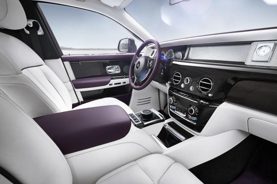 Rolls-Royce Phantom - Plancia in vetro e impianto di infotainment