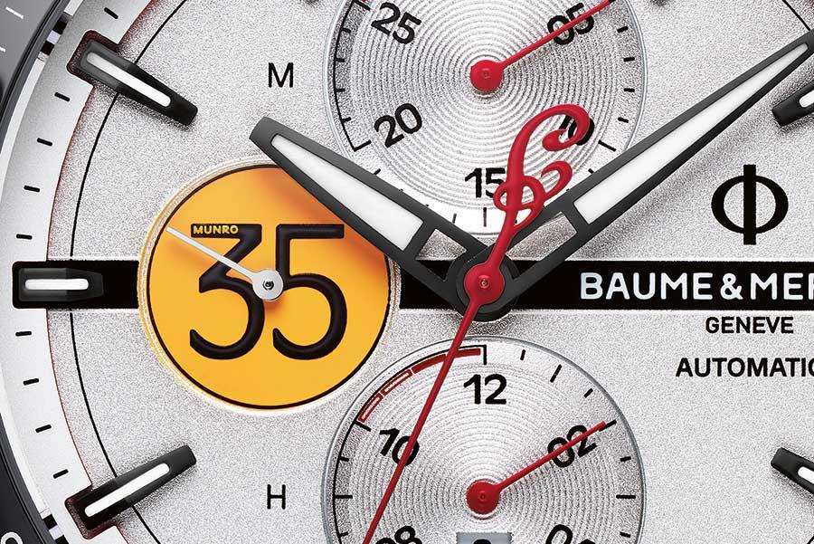 """Un dettaglio del quadrante del Clifton Club Burt Munro Tribute Limited Edition, con la tabella gialla riportante il 35, numero fortunato di Burt Munro, il contrappeso della lancetta dei secondi cronografici a forma di """"I"""" e la finitura sabbiata che riprende la superficie dei deserti salati dello Utah."""