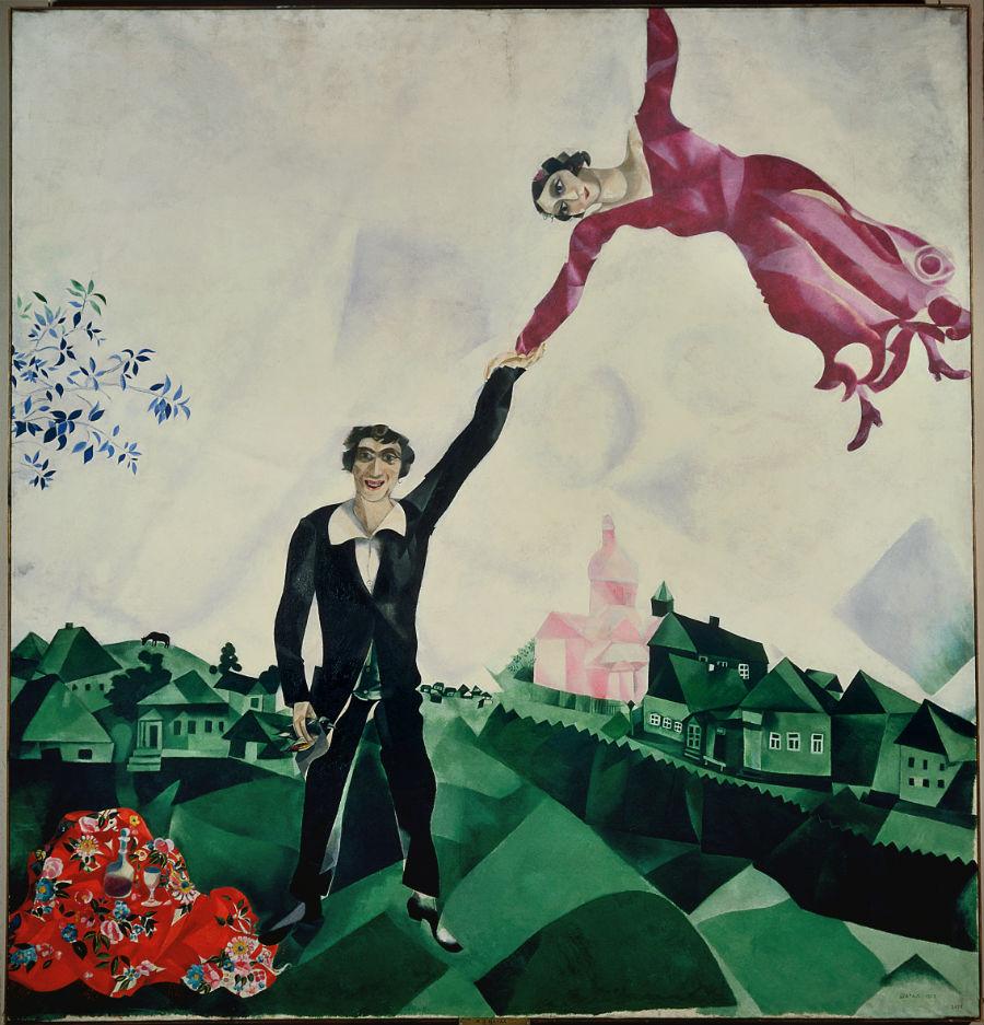 Marc Chagall - La passeggiata, 1917 ‐ 1918 Olio su tela, 169x163 cm - State Russian Museum, San Pietroburgo. © 2017. Foto Scala, Firenze © Chagall ®, by SIAE 2017