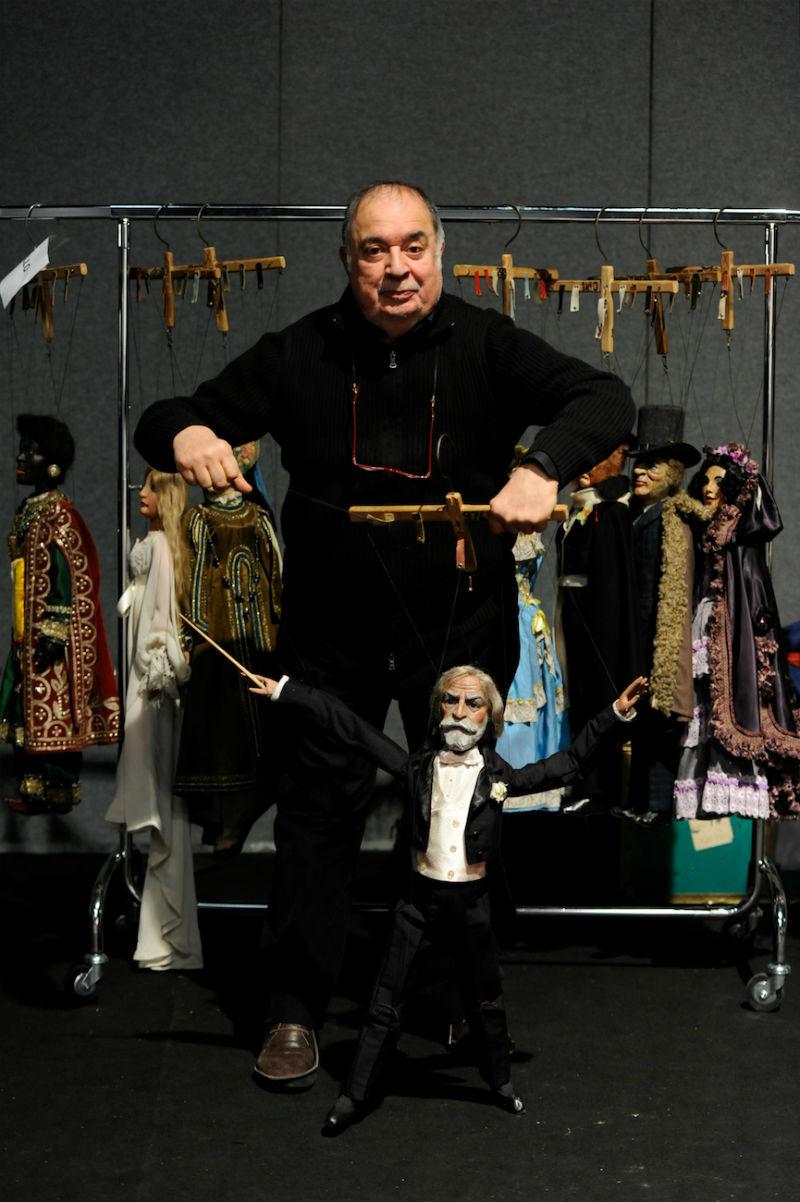 Eugenio Monti Colla con la splendida marionetta di Giuseppe Verdi, in occasione della manifestazione VERDIssimo, sfilata di moda delle marionette, durante Milano Moda Donna 2013.