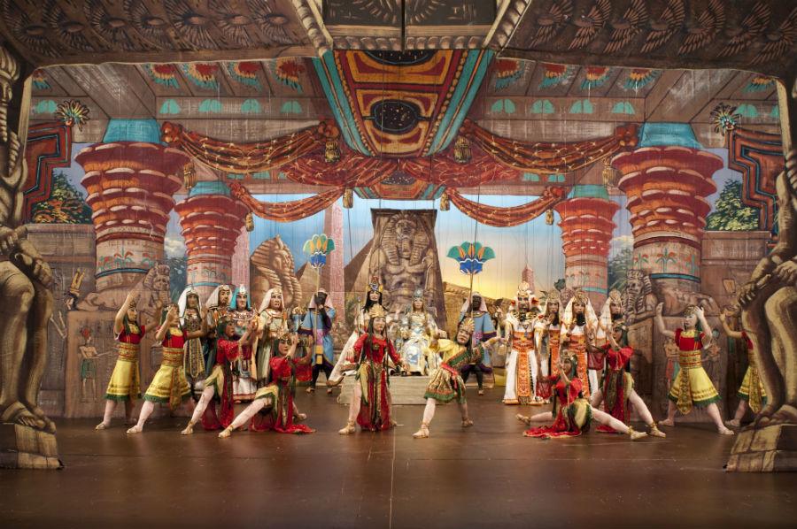 Eugenio Monti Colla: Una sontuosa scena di Aida