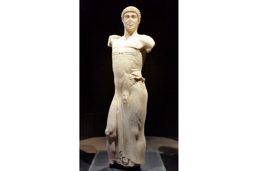"""Statua - Giovane di Mozia """"copyright Missione archeologica a Mozia, Sapienza Università di Roma"""""""