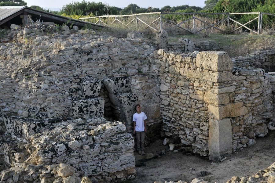 """Mozia - Bastioni di Porta Nord e mura di fortificazione """"copyright Missione archeologica a Mozia, Sapienza Università di Roma"""""""