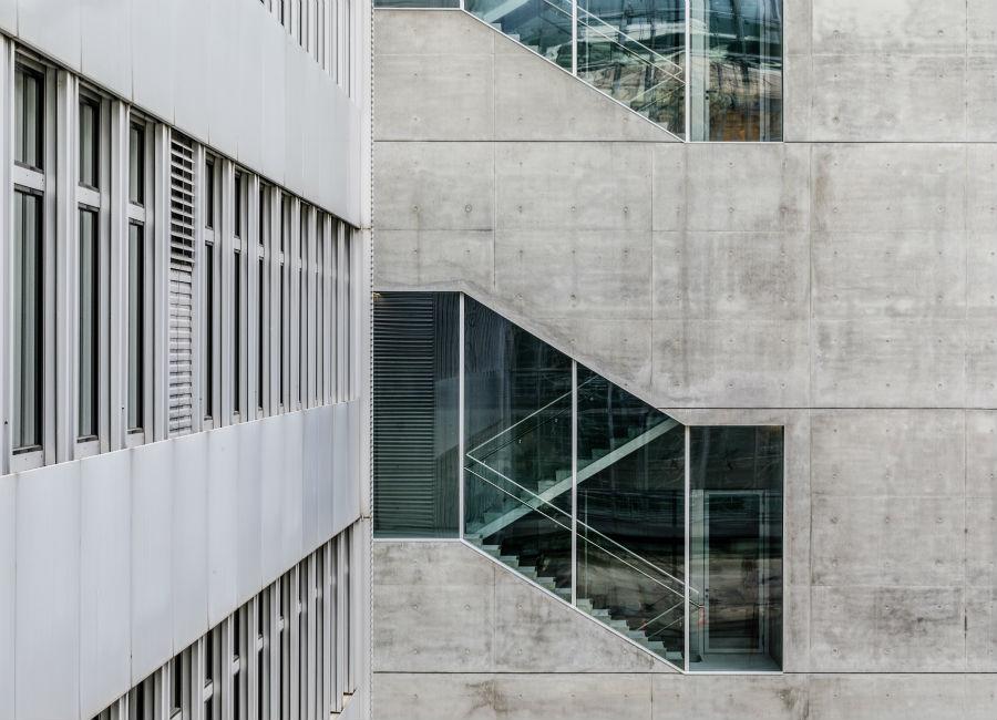 Cemento sì, ma impiegato in un contesto architettonico estremamente contemporaneo