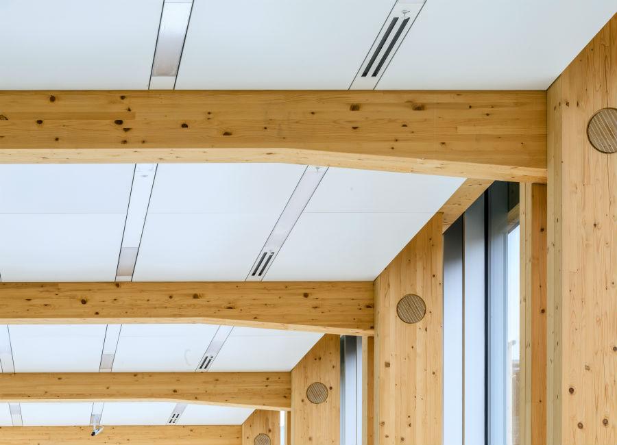 """Per i pilastri e le solette della manifattura è stato utilizzato legno di abete, rigorosamente """"Swiss Made"""""""