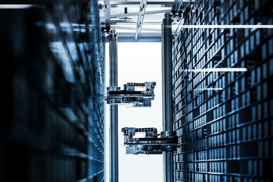 Il fiore all'occhiello della nuova manifattura Omega di Bienne. Un magazzino completamente automatizzato in grado di stoccare oltre 30mila casse e gestito da macchine robotiche.