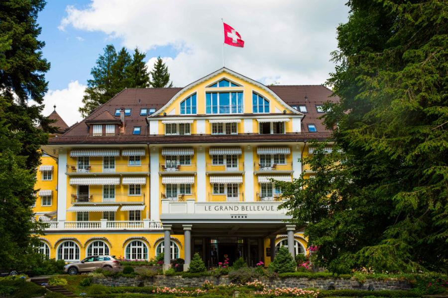 Le Grand Bellevue - Veduta esterna dell'hotel nella stagione primaverile