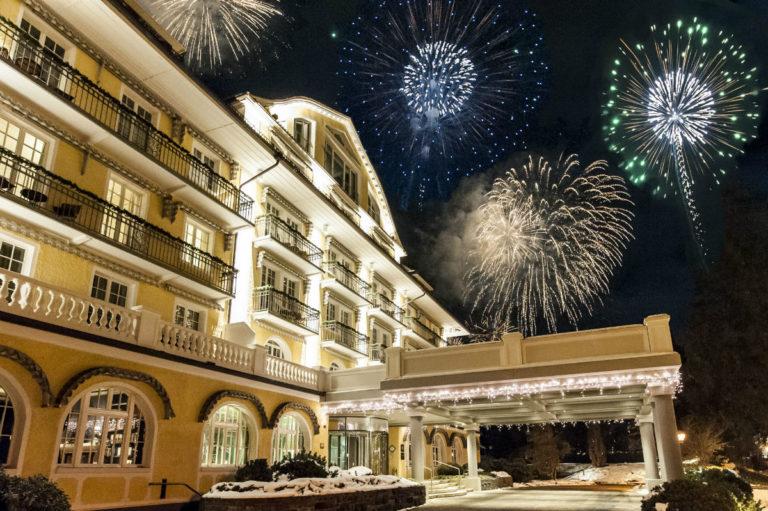 Le Grand Bellevue - facciata con fuochi d'artificio