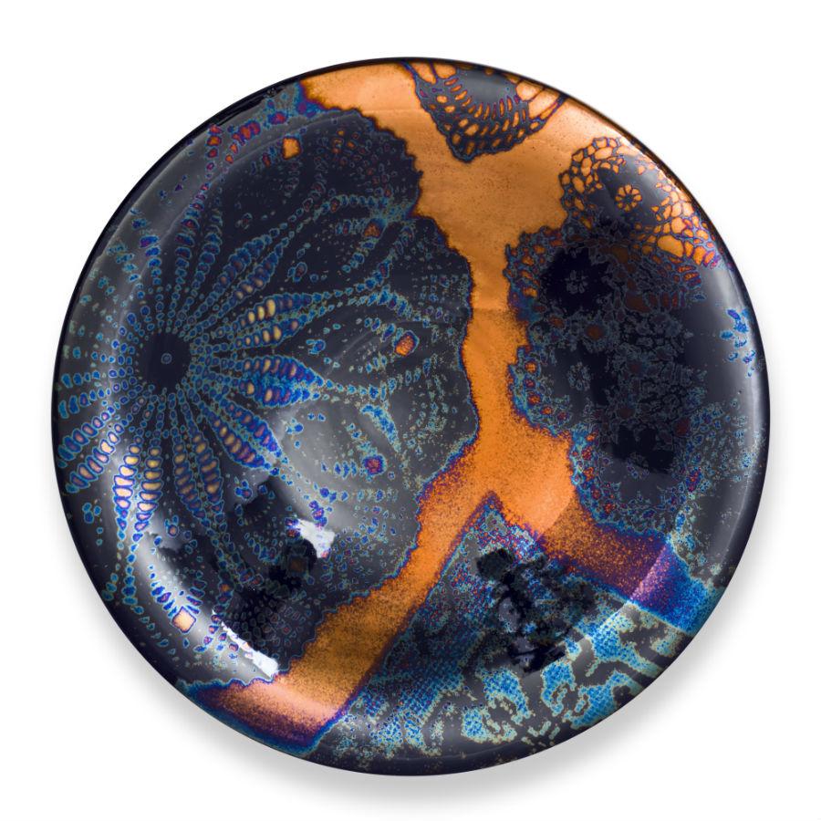 Piatto a lustro della collezione Ricami, creata da Maurizio Tittarelli Rubboli e ispirata al grande esponente inglese delle Arts&Crafts William Morris. ©Museo Opificio Rubboli
