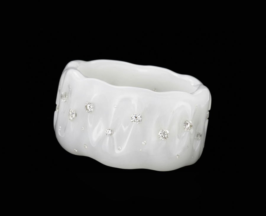 "Wallace Chan – Bracciale ""Tender is my skin"" in giada bianca e diamanti."