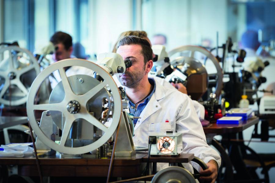 Manifattura Breguet - L'incisione a guillochage realizzata nell'atelier della Manifattura Breguet