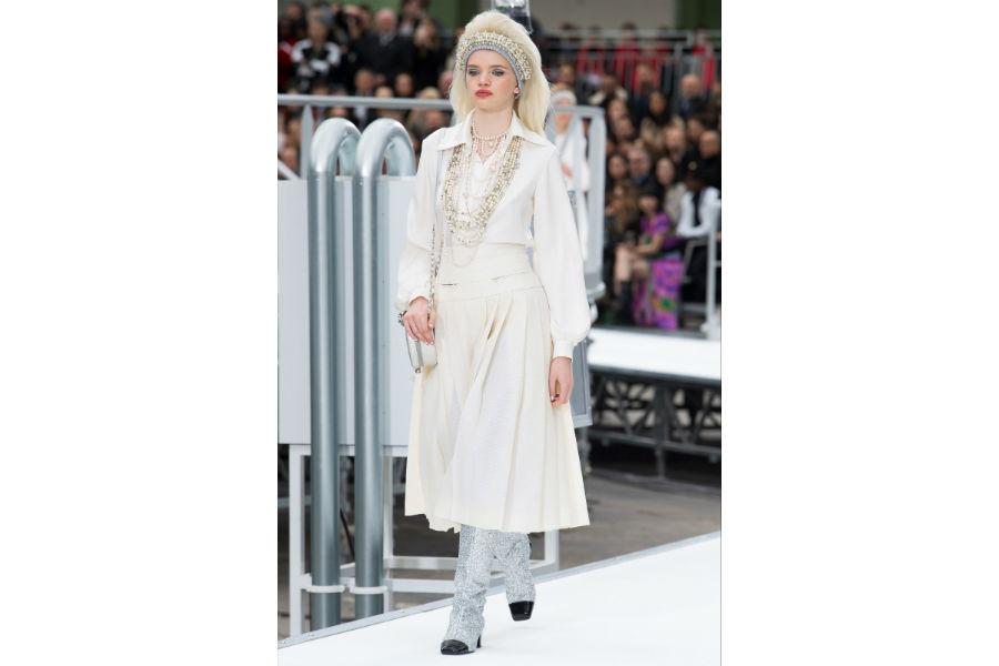 Natale - moda: proposta in bianco di Chanel F/W 2017-2018