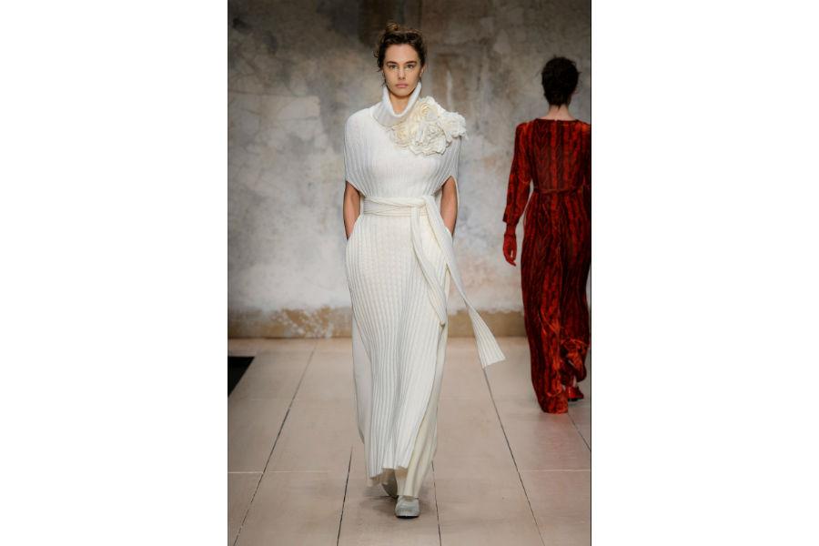 Natale - moda: proposta in bianco di Laura Biagiotti F/W 2017-2018