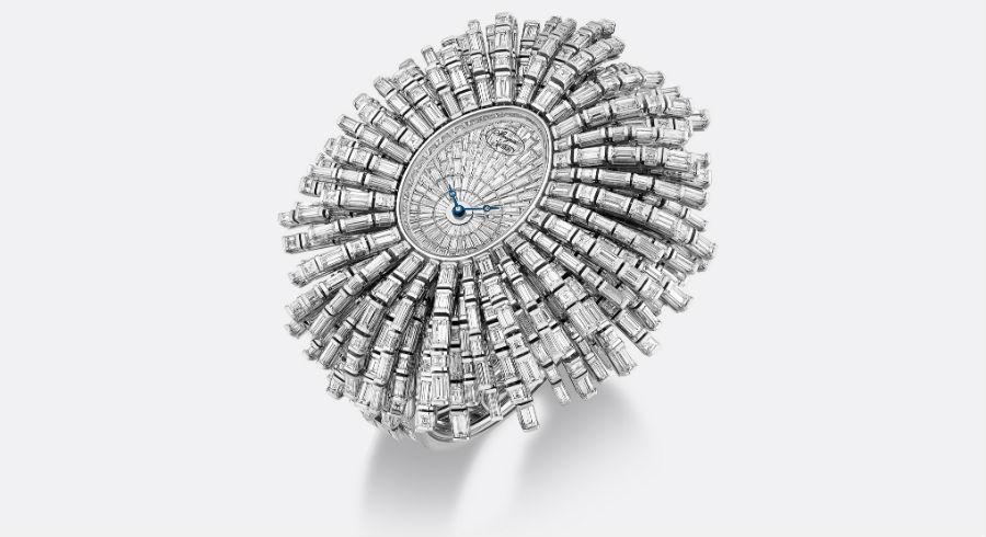 Un Reine de Naples in versione alta gioielleria: il Be Crazy. In oro bianco, con movimento meccanico a carica automatica e oltre 80 carati di diamanti.