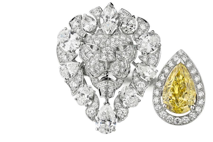 """Chanel - L'Esprit du Lion - Anello """"Legendary"""" in oro bianco con oltre 230 diamanti e un diamante giallo fancy intense taglio a pera di 4.01 carati."""