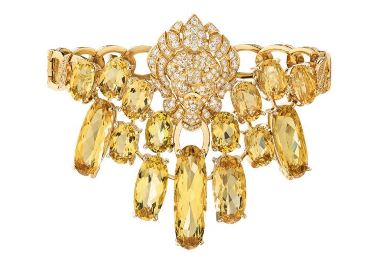 """Chanel - L'Esprit du Lion - Bracciale """"Dazzling"""" in oro giallo con 15 berilli gialli a taglio ovale per un totale di 31.65 carati e 220 brillanti."""