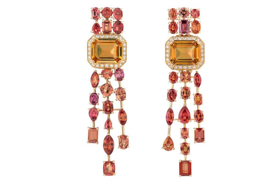 """Chanel - L'Esprit du Lion - Parure """"Passionate"""": orecchini in oro giallo con 2 topazi arancioni, zaffiri fancy e brillanti."""