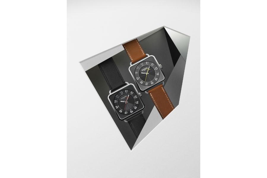 La Montre Hermès – Orologio Cape Cod - Quadrante rodiato e lucidato a specchio, rivestito di una lacca traslucida azzurrata. Numeri arabi a decalco grigio in cornice antracite. Lancette rodiate – Cassa quadrata in un rettangolo: Grand Modèle (GM), 29 x 29 mm, distanza tra le anse di 19 mm Petit Modèle (PM), 23 x 23 mm, distanza tra le anse di 14 mm Ideato da Henri d'Origny nel 1991 - Bracciale in maglia milanese d'acciaio 316L, giro semplice (disponibile nella versione doppio giro) - Movimento Quarzo, fabbricato in Svizzera, funzione ore e minuti - Impermeabile fino a 3 bar - ©TheDuckermagazine Photo Credit: Federica Santeusanio.