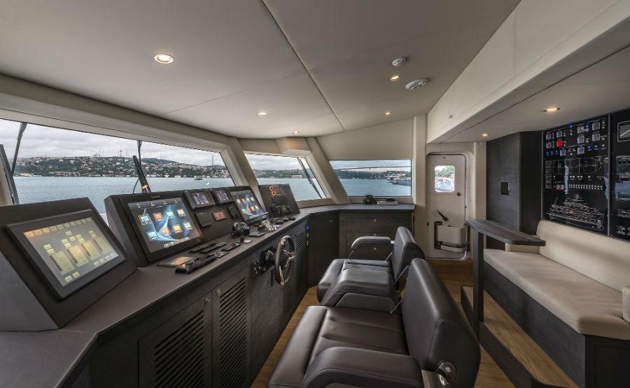"""Numarine 32XP """"Marla"""" - Superyacht: plancia di comando"""