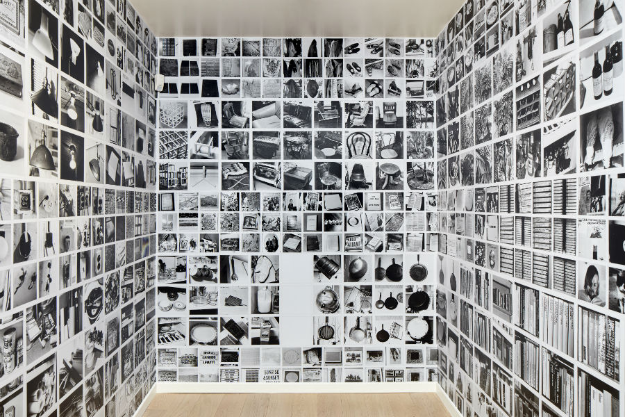 Sol LeWitt Autobiography, 1980 Fotografie in bianco e nero montate su carta | Black and white photographs mounted on paper