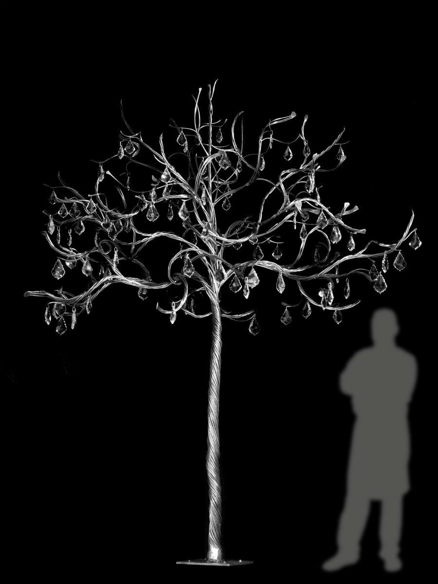 La Fucina di Efesto: Lux, lumen, luci (2017) - Alberi in ferro realizzati mediante tecniche inedite di torcinatura a fiamma libera su tronco conico, ramage di spirali in ferro battuto e satinato, con gocce di cristallo Swarovski. Dimensioni: H 2,5 x L 2 x P 2 m Autore: Alessandro Rametta Credit: © Vittorio Canisi