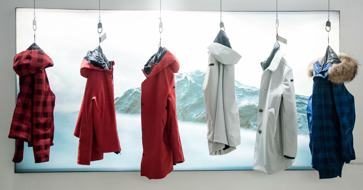 R.R.D Roberto Ricci Design: collezione di giacche a vento appese su omini