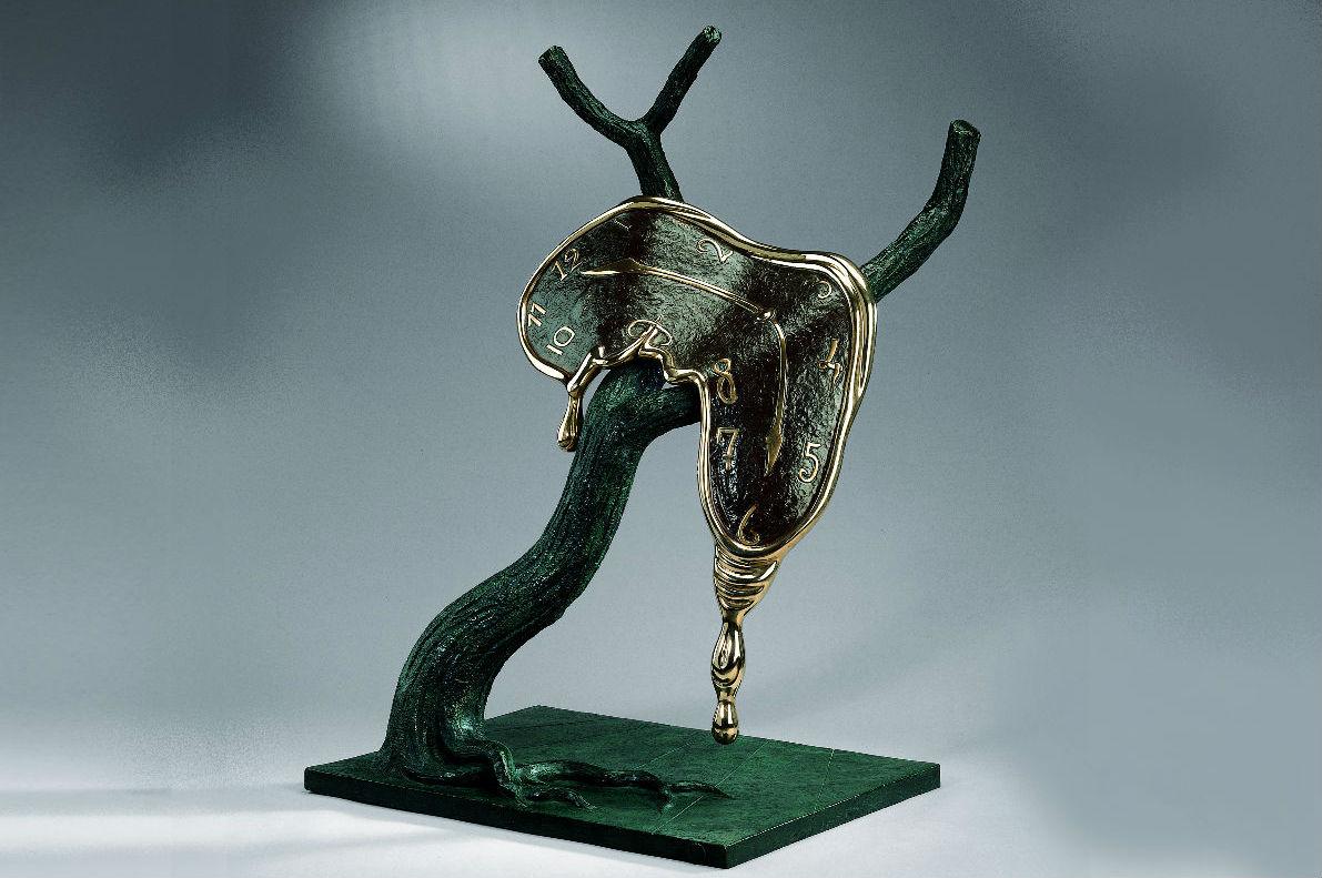 """Salvador Dalí in mostra presso Pisa Orologerie - orologio """"Molle"""" che cola su di un ramo"""