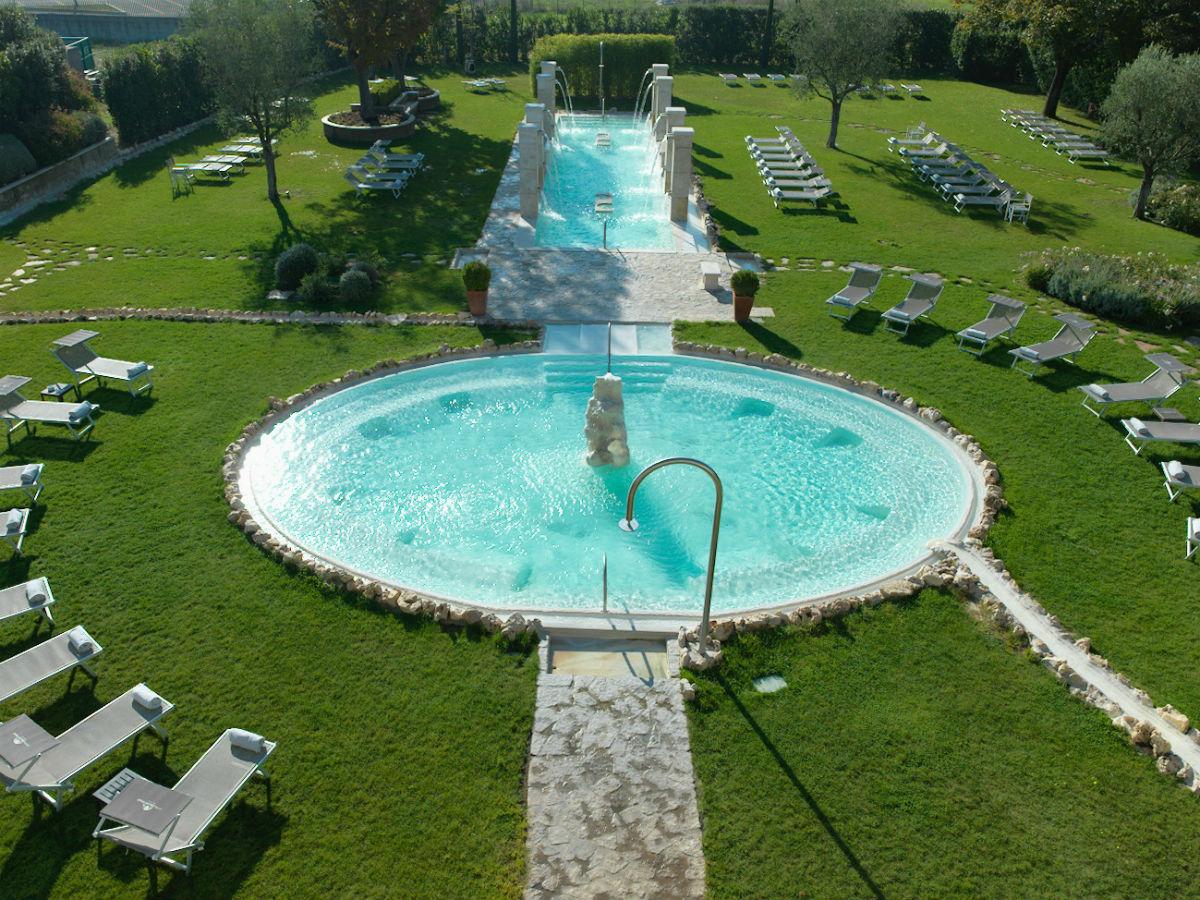 Terme Salus Hotel - Viterbo: giardino e piscina esterna