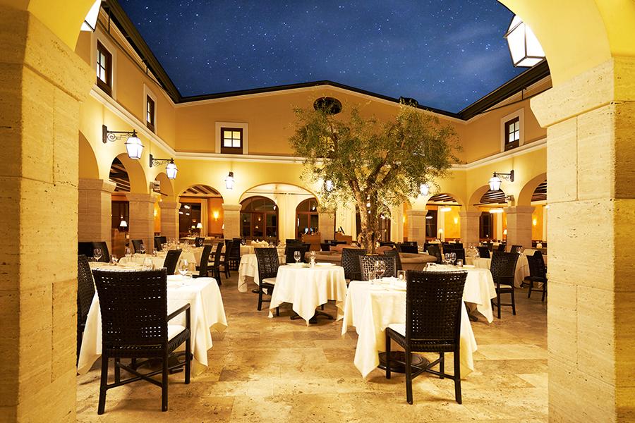 Adler Thermae Spa & Relax Resort :Particolare dell'angolo ristorante con copertura di vetro