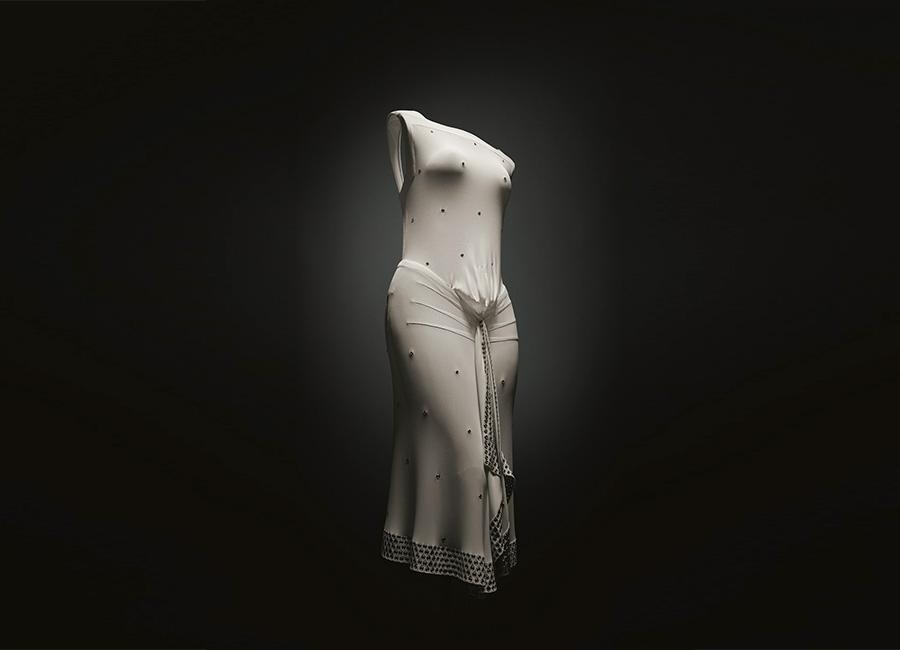 """Azzedine Alaïa """"Je suis couturier"""": couture 1981 et 1983© Corinne Jeammet - nell'immagine un abito esposto"""