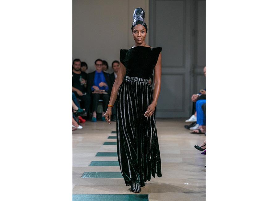 Azzedine Alaïa Haute Couture SS2018: nell'immagine una modella durante la sfilata