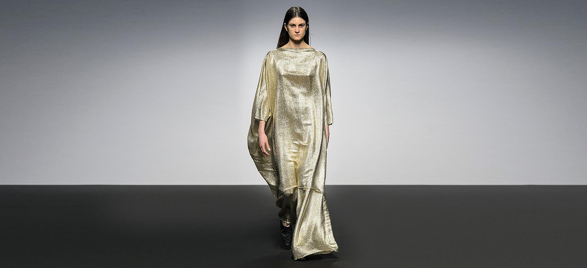 Altaroma 2018 - modella in abito lungo