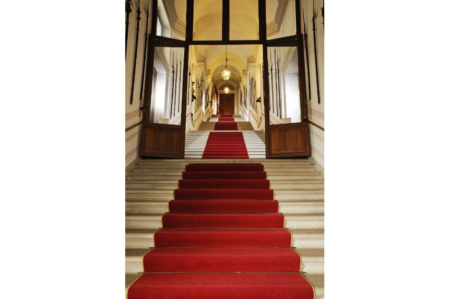 CastelBrando - luxury hotel in dimora storica nel Veneto: scalone di accesso all'hotel