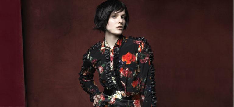 Vladimiro Gioia - Milano Fashion Week: modella indossa una camicia a fiori