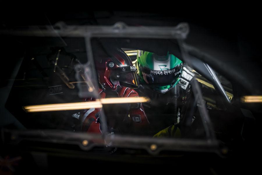 Lamborghini Huracàn Super Trofeo EVO - 2 piloti con casco con logo Roger Dubuis