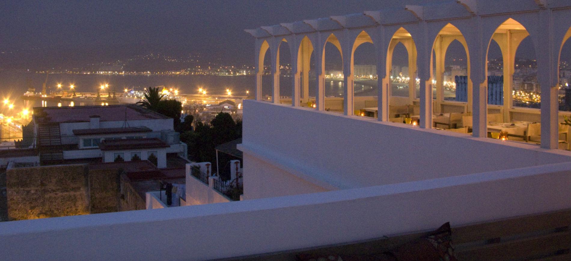 L'Hotel Nord-Pinus Tanger: panorama notturno sulla città di Tangeri, da una terrazza dell'hotel.