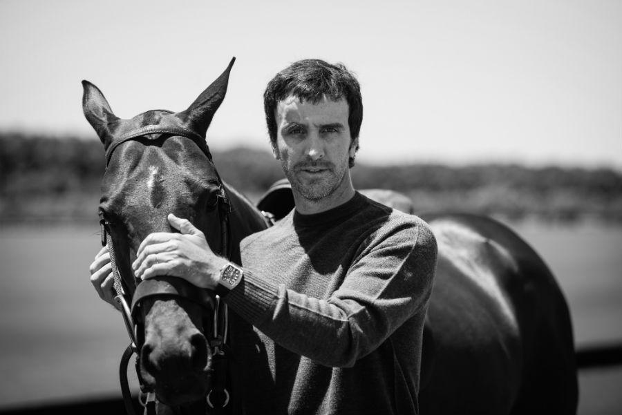 un ritratto di Pablo Mac Donough, argentino nato a Buenos Aires. È uno dei più grandi esponenti della specialità sportiva del polo.